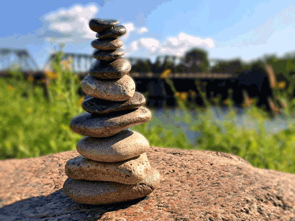 balance-rock-bridge-grass